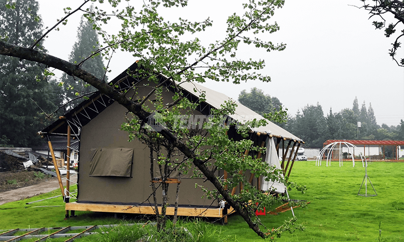 safari tent L in glamping site